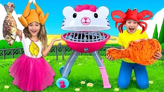 Sasha plays with Hello Kitty BBQ and opens Toy Cafe