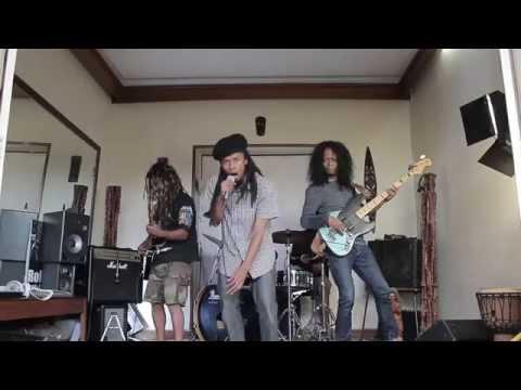 Lewiky & The Voots Kongregation -  Mbola tsara + Vola ( LIVE one shot )