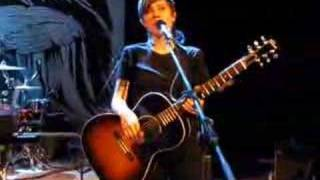 Tegan and Sara - Banter about the 90s/blossom hats (HQ)