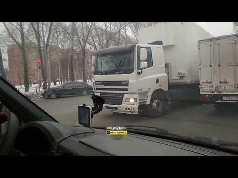 Новосибирск. ДТП на Петухова.