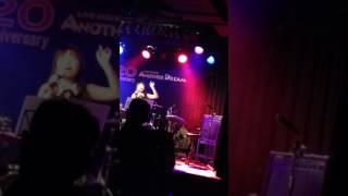 11月4日のライブ。オーストラリアのお客さんいっぱいの中で歌わせて頂...
