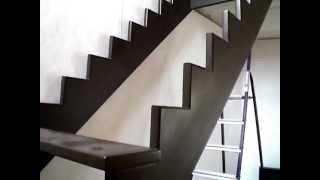 Как сделать лестницу в Белгороде качественно и недорого.(Установка площадки для лестницы из дерева в Белгороде. Купить комплектующие для деревянной лестницы (ступе..., 2013-04-30T06:51:15.000Z)