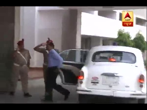Action taken against vehicles having red beacons in Lucknow