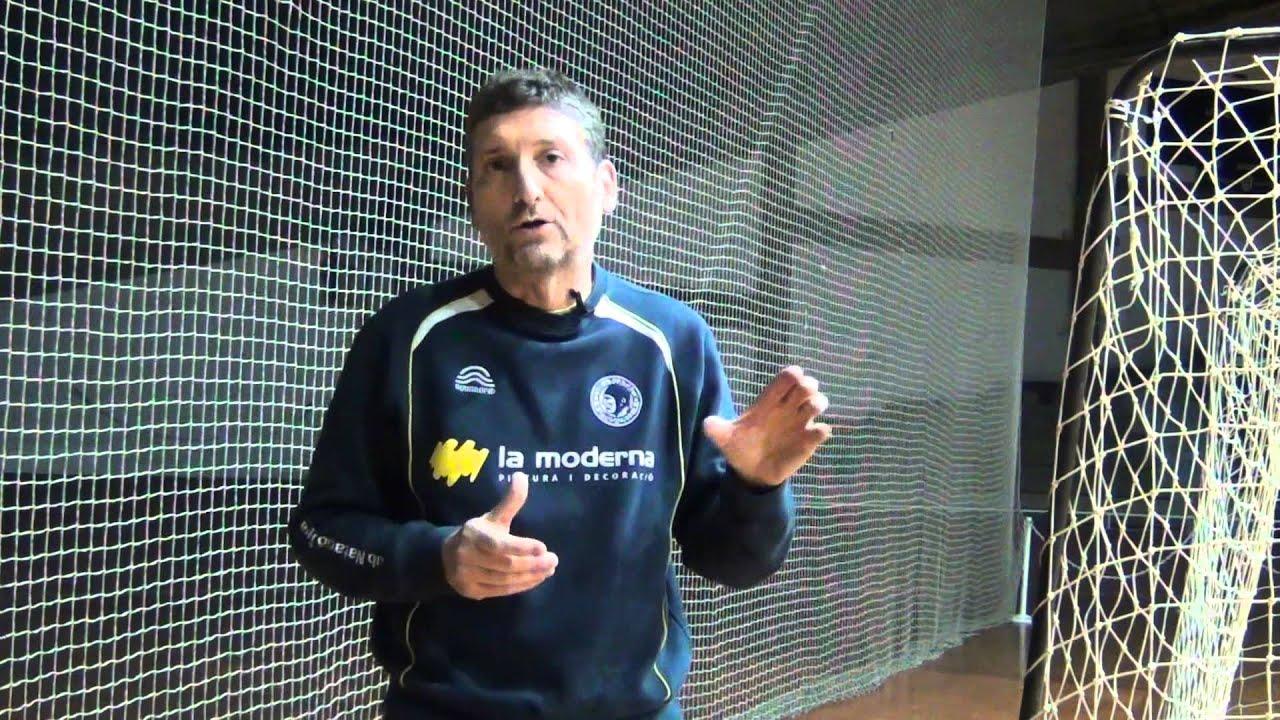 Cómo jugar a fútbol sala - YouTube d1d05b8f57cd2