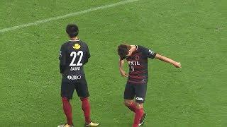 右サイドの攻勢からゴール前に流れたボールを鈴木 優磨(鹿島)が押し込...