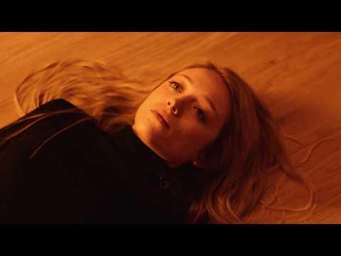Смотреть клип Embrz Ft. Leo Stannard - She Won't Let Me Down