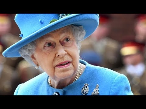 Queen's offshore accounts spark calls for inquiry | Paradise Papers
