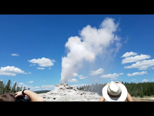 cone-geyser-eruption-at-yellowstone
