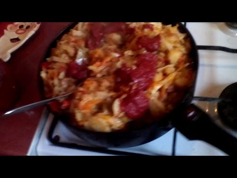 Тушеная капуста с сосисками и картофелем