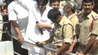 Pawan Kalyan in Khammam for Srija_heavy fans crowd