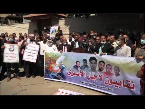 شاهد: مسيرة دعم في غزة للأسرى الستة بعدما أعادت إسرائيل اعتقالهم…  - نشر قبل 2 ساعة
