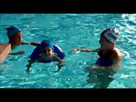 Piscina corso di nuoto la 1 lezione   YouTube