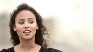 Mayra Andrade canta Stória, stória no heliponto da Folha