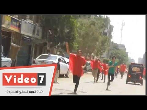 بالفيديو.. مسيرة إخوانية ترتدى سترات حمراء وتحمل