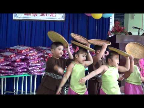 Cái Bống - Jerry Phương múa cùng các bạn lớp chồi