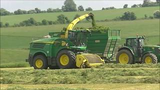 John Deere 8700i and 7700 picking up silage