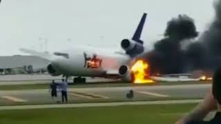 28.10.2016 FedEx MD-10F gear collapse and fire on landing Ft. Lauderdale