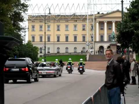 Norwegian King returns to Royal Palace from Parliament building visit, Oslo Norway (October 2011)