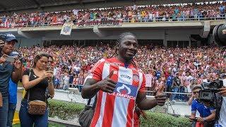 Miles de hinchas asisten al estadio Metropolitano Roberto Meléndez ...