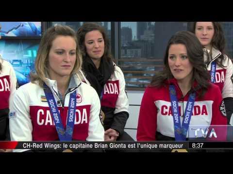 Salut, Bonjour | L'équipe féminine de hockey du Canada