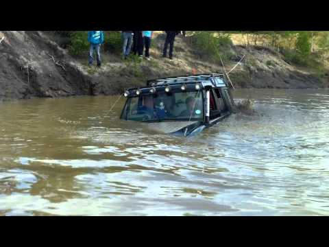 my landrover discovery sinking in deep water yarwell quarry 10/06/12