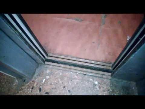 Влепили фотореверс на старый грузопассажирский лифт