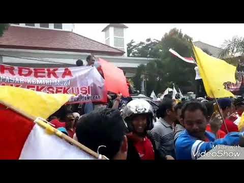 unjuk rasa pedagang pasar kemiri muka ke PN Depok senin 16/4/2018
