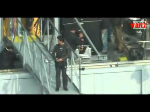 Shahrukh Khan's 300 Feet Jump From Building In Berlin For Don 2 (DON 2 STUNTS)