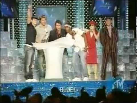 Blue receiving award for the best pop video One Love (MTV Video Music Awards Japan, 25.05.2003)