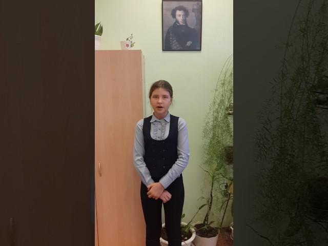 Изображение предпросмотра прочтения – ВалентинаГринина читает произведение «Ворона и Лисица» И.А.Крылова
