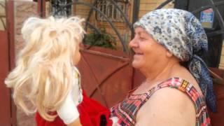 бабуля разговаривает с куклой прикол смотреть доконца)))))))))))