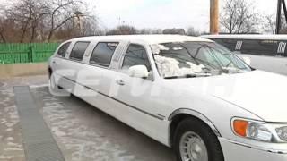 В свадебном кортеже во время движения вспыхнул лимузин с женихом и невестой