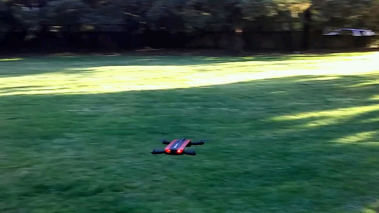 Selfie drone Crash and Fail, 1st time ever using Wifi fpv (JXD 523 tracker  selfie drone)