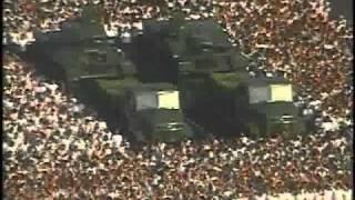 Repeat youtube video En Razones de Cuba, el desfile Militar del 16 de abril 1/3