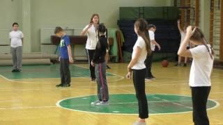 Баскетбол. Ведение мяча с применением направления. Передача мяча в парах на месте