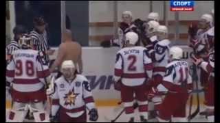 Впервые в российском хоккее тренеры подрались во время матча