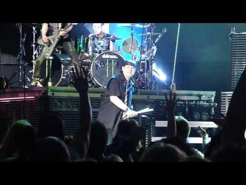 M3 Live: Scorpions The Zoo/Klaus calls out a fan