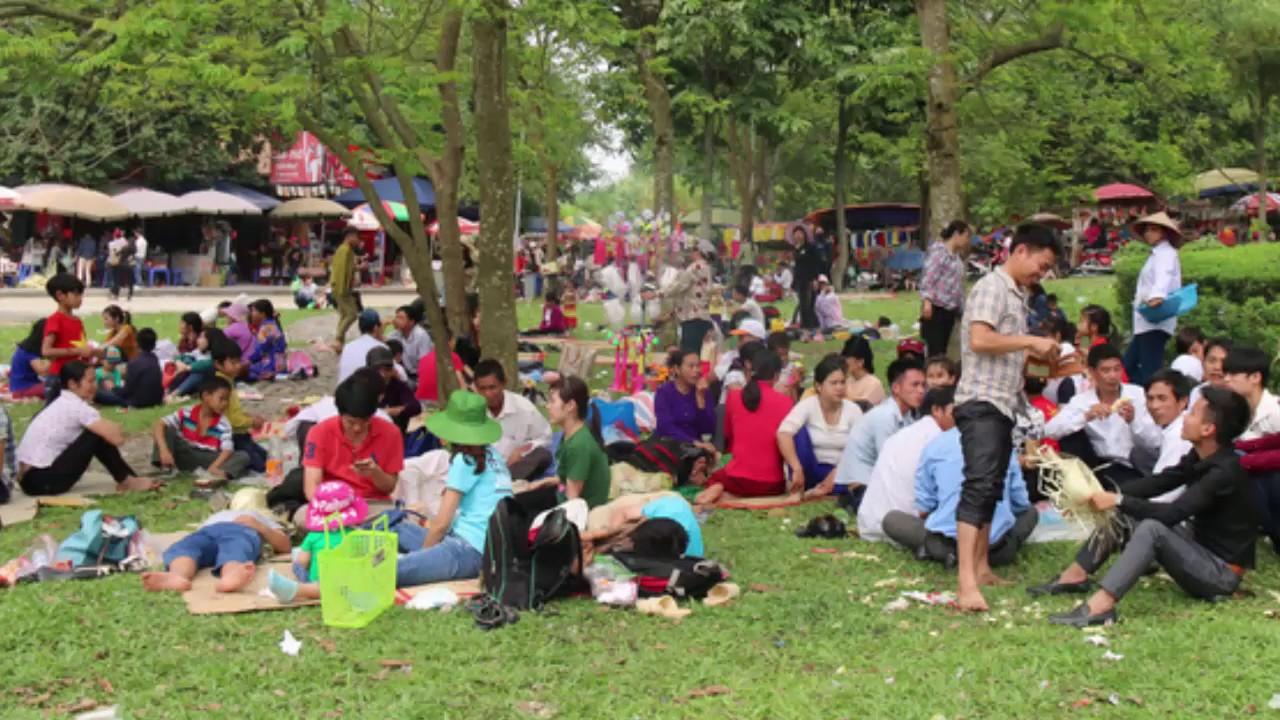 Tin Nóng Mỗi Giờ | Lễ hội Đền hùng – Người dân Phú Thọ hốt bạc – Dịch vụ cho thuê chiếu mùa lễ hội