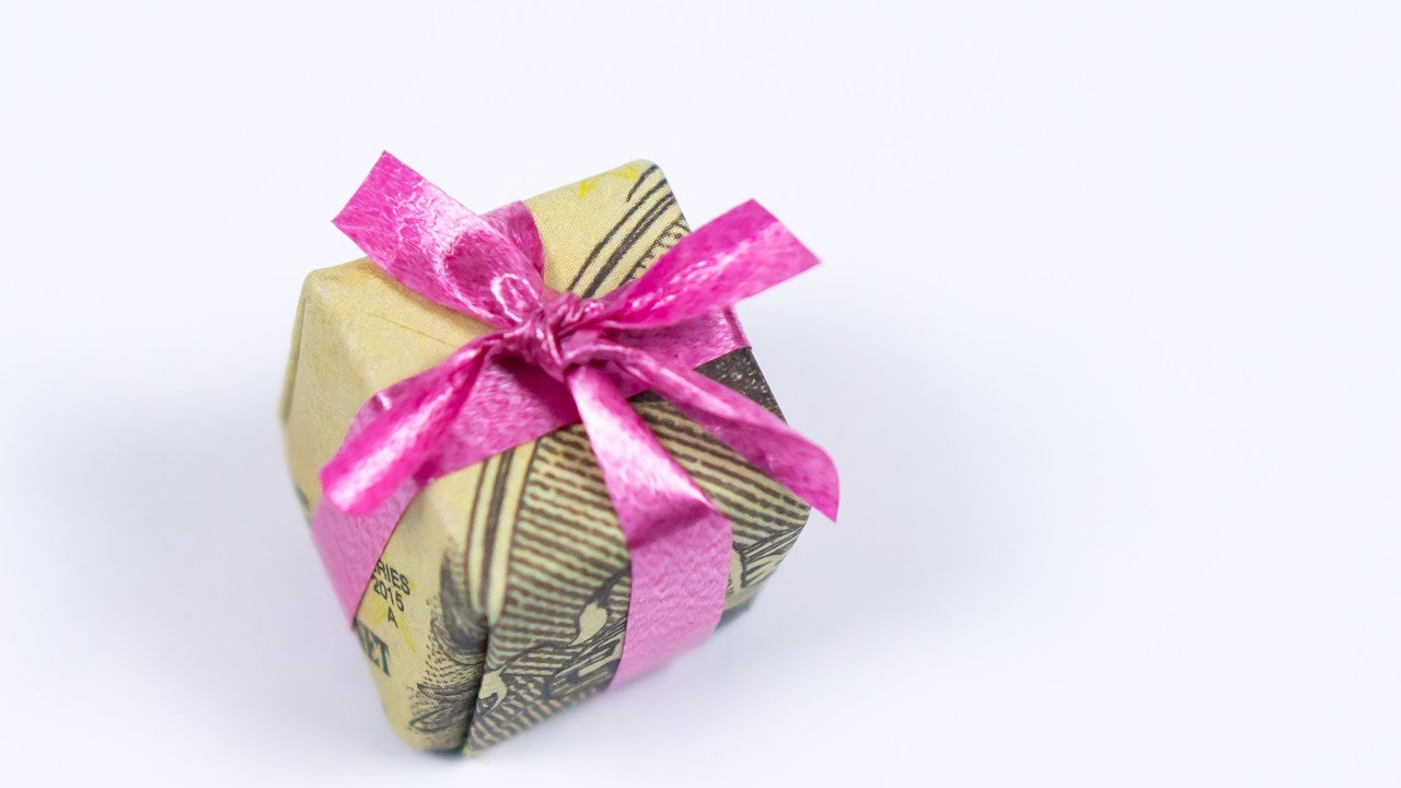 Christmas Money Gift Idea: Making a Dollar Origami Xmas Present ...