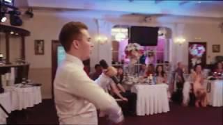 Жених читает рэп невесте на свадьбе