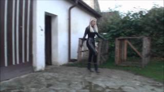 Repeat youtube video мисс в латексе убирает конюшню
