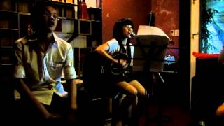 Roxy Phuong Off Group Guitar Acoustic