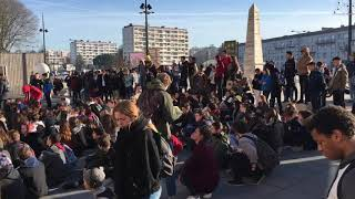 Lycéens devant la gare d'Angoulême