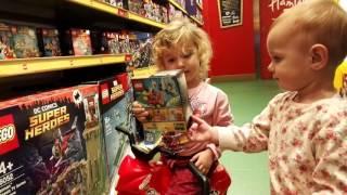 Hamleys Praha   Návštěva hračkářství s Elvírou & Erikou