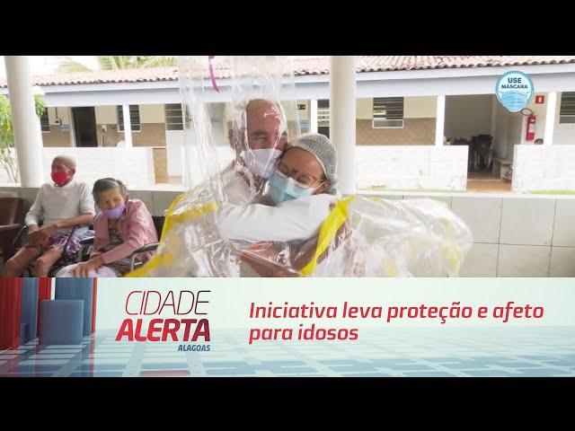 ''Cortina de Abraços'' iniciativa leva proteção e afeto para idosos