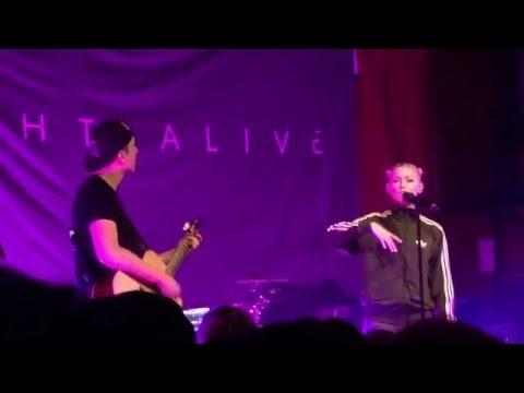 Invincible (Acoustic) : Tonight Alive