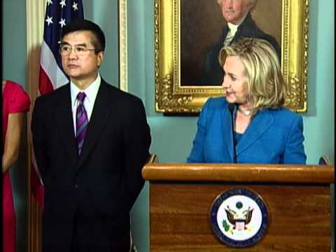 Secretary Clinton Swears in Gary Locke as U.S. Ambassador to China