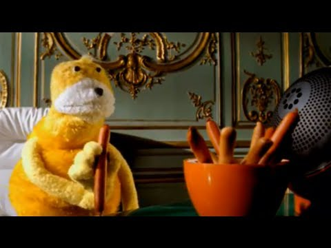 Mr Oizo Flat beat   directed  Quentin Dupieux with Flat Eric