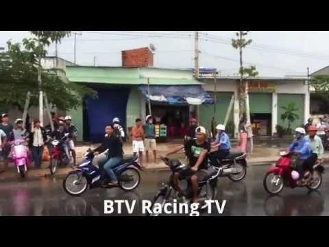 Đường trơn nguy hiểm nhưng Đua vẫn cứ Đua (BD Racing)