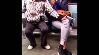 Besoffene Menschen in der Bahn